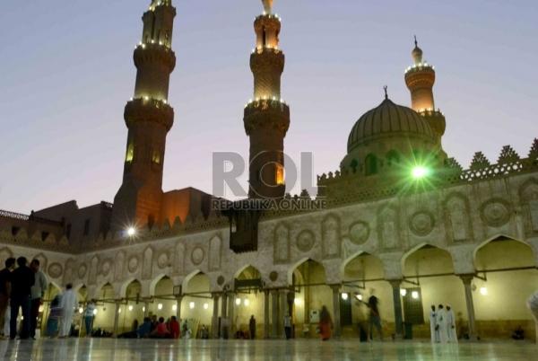 Pesona Masjid Al Azhar Kairo