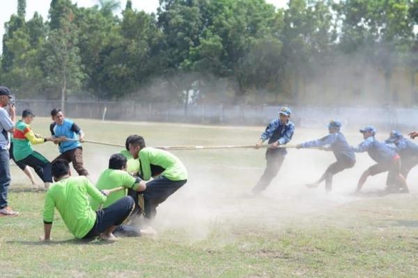 Olahraga Tradisional Santri Semarakkan HSN di Jombang