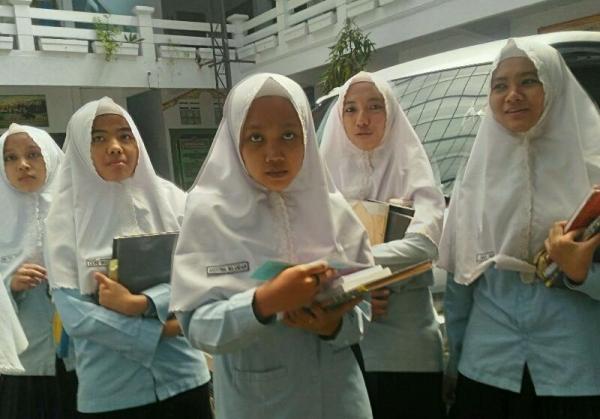 Siswi Kelas 6: Alhamdulillah Sampai Saat ini Masih Bisa Mengerjakan