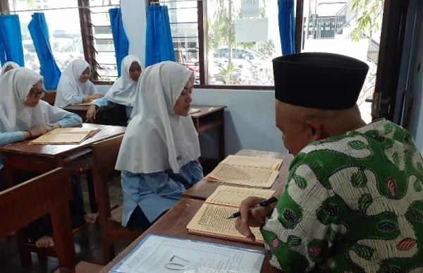 Ujian Baca Kitab Berlanjut Hari Ini, Siswa: Insyaallah Bisa Menguasai